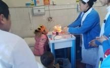 儿科二区:为患儿过生日